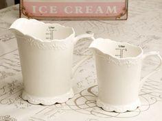 Porcelanowy dzbanek - Miarka kuchenna o pojemności 500ml z serii Provence. Idealna do odmierzania