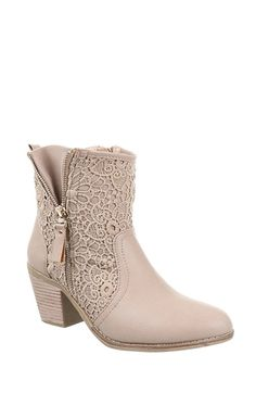 Block Heel Ankle Boots With Lace  http://jessyss.com/shoes/ankle-boots/block-heel-ankle-boots-with-lace.html?barva=