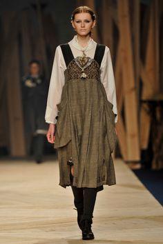 """28.ª edição Portugal Fashion Desfile TM Collection by Teresa Martins: """"Far from Men, Close to Gods"""""""