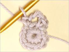 フラワーモチーフの編み方|かぎ針編み立体モチーフ 写真解説付き 【初級編】 | クロッシェアクセサリー La Seule Knitting, Crochet, Accessories, Tricot, Breien, Stricken, Ganchillo, Weaving, Knits