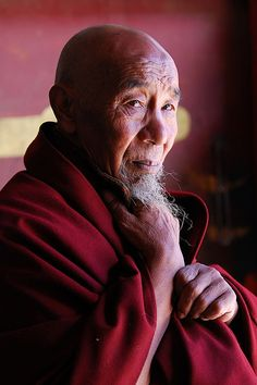 Tibetan monk - i am absolutely fascinated with this culture