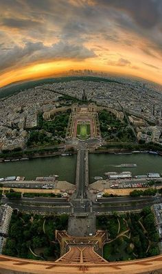 #picoftheday:A great panoramic sunset view of #Paris city from the top of Eiffel Tower. It's simply captivating view.