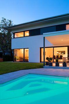 Einfamilienhaus# Satteins# Massivbau# Pool# modernes Einfamlienhaus# design Haus# mit pool# Wohndesign Atrium, Swimming Pools, Places To Visit, Construction, Architecture, House Styles, Outdoor Decor, Home Decor, Bern
