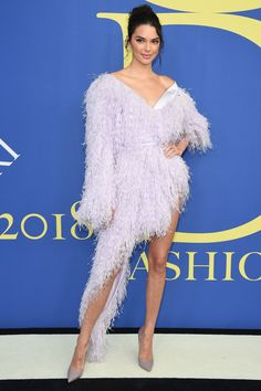 Kendall Jenner : The model was feeling a little feathery at the 2018 CFDA Fashion Awards in New York City, rocking a light lavender Alexandre Vauthier minidress with a hip-high slit. Jenner accessorized her look with Ippolita jewels. Kendall Jenner Outfits, Kendall Jenner Instagram, Celebrity Red Carpet, Celebrity Dresses, Celebrity Style, Glamour, Alexandre Vauthier, Cfda Awards, Purple Gowns