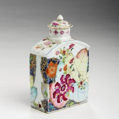 The James Huberty Collection - Chinese Export Porcelain 'Tobacco Leaf' Tea Caddy & Cover, 1770-80. Height 5 1/4 inches.