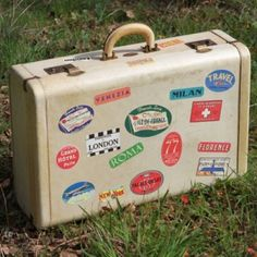 Vintage Travel Suitcase  #forevervintagerentals....read more-http://www.carrywithme.com/product-category/suitcases/