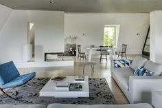 "Elegant Villa Tastefully Integrating a Fusion of Styles: ""Modern Palace"" in Warsaw"