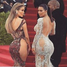 JLo & Kim Kardashian are a great role model. Sexy Outfits, Sexy Dresses, Plus Size Blog, Actrices Sexy, Women Oxford Shoes, Glamour, Models, Jennifer Lopez, Ideias Fashion