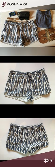 🎉🎉HP🎉🎉 J.CREW Short J. Crew short white and blue with elaticized waist, adjustable string and two front pockets J. Crew Shorts Skorts