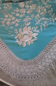 Resultado de imagen de ENREJADO MANTONES Silk Shawl, Macrame Knots, Tapestry, Embroidery, Shawls, Statue, Jewelry, Spanish Culture, Lace Shawls