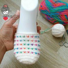 This Pin was discovered by HUZ Crochet Cord, Crochet Ripple, Crochet Stitches, Crochet Slipper Pattern, Crochet Slippers, Crochet Patterns, Cordon Crochet, Crochet Blocks, Beautiful Crochet