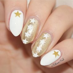 Code: CYBER25 for 25% Off + FREE Snowflake Stencils w/$15 at snailvinyls.com This gorgeous mani is by @naturenail using our Star Nail Stencils