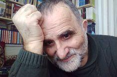 Ο Νίκος Χ. Λαγκαδινός είναι δημοσιογράφος. Έχει σπουδάσει νομικά στο Πανεπιστήμιο Αθηνών και θεατρολογία στο 8ο Πανεπιστήμιο του Παρισιού. Rings For Men, Men Rings