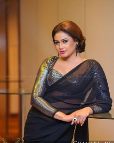 Beautiful Women Over 40, Beautiful Girl Indian, Most Beautiful Indian Actress, Beautiful Saree, Beauty Full Girl, Beauty Women, Saree Wearing Styles, Sexy Bluse, Saree Dress