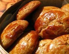 Doces Regionais - Broas de Natal Portuguese Sweet Bread, Portuguese Desserts, Portuguese Recipes, Portuguese Food, Xmas Food, Christmas Desserts, Cheesecakes, Pastry Recipes, Dessert Recipes