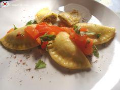 Ravioli ripieni di pesto al basilico e ricotta ~ Ravioli stuffed with basil pesto and ricotta