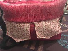 Besace Zip-Zip en simili dragon rose cousu par Marion