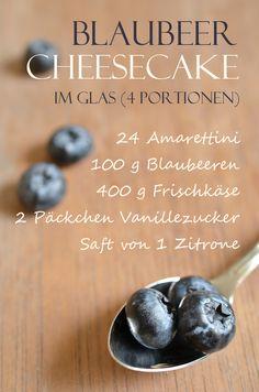 Rezept für geschummelten Blaubeer-Cheesecake im Glas (www.rheintopf.com) #recipe #food #baking #cheesecake