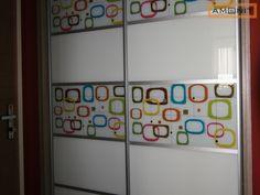 Posuvné dveře s barevným abstraktním potiskem