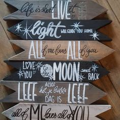 Order your Wegwijzer and text signs here Byjootje. Diy Pallet Wall, Wood Pallet Signs, Diy Wood Signs, Diy Garden Decor, Diy Wall Decor, Art Decor, Decor Ideas, Diy Craft Projects, Diy And Crafts