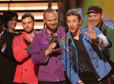 Coldplay recebe o prêmio de Canção do Ano, por Viva La Vida, no GRAMMY 2009, uma das categorias mais importantes da premiação.