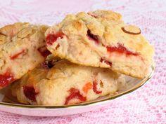 Almond and Cherry Scones Breakfast Items, Breakfast Bake, Sweet Breakfast, Breakfast Dishes, Sin Gluten, Cherry Scones, Goji, Bread Machine Recipes, Cookies
