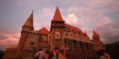 Misterele castelelor şi caselor boiereşti din România: fecioara de fier care aducea îmbrăţişarea morţii şi cuibuşorul de nebunii al lui Cuza