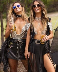 Awesome boho outfits flashy enough to turn yourself into a walking disco ball What to wear on Coachella What hairstyle to try when the festival has come? There are 30 best style ideas to try for Coachella 2018 Festival Coachella, Coachella 2018, Music Festival Outfits, Music Festival Fashion, Festival Wear, Fashion Music, Boho Outfits, Rave Outfits, Leather Outfits