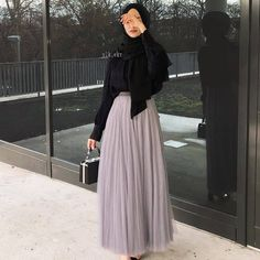 Pin by eman elkhader on *hijab inspo* in 2019 hijab fashion, hijab outfit. Modest Fashion Hijab, Modern Hijab Fashion, Street Hijab Fashion, Casual Hijab Outfit, Hijab Fashion Inspiration, Muslim Fashion, Look Fashion, Skirt Fashion, Fashion Dresses