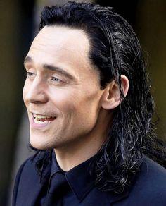 "Tom Hiddleston as ""Loki"" on the set of ""Thor : Ragnarok"" in Brisbane, Australia, August 2016 Loki Marvel, Marvel Actors, Loki Thor, Loki Laufeyson, Marvel Characters, Loki Gif, Tom Hiddleston Loki, Thomas William Hiddleston, Rpg Hogwarts"