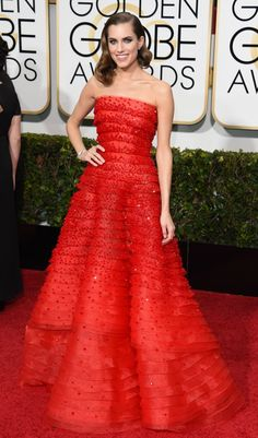 Golden Globes 2015 Red Carpet: Allison Williams in Armani