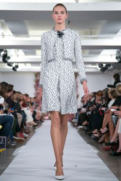 Chic.  [A look from the Oscar de la Renta Spring 2015 RTW collection.]