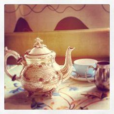 An elegant cup of tea in London! #theparlour #fortnumandmason #mayfair #london #luxury #teatime #icecreams #british  www.5ivestarlondon.com London Instagram, Instagram Posts, Mayfair London, Fortnum And Mason, Peonies, Tea Time, Tea Pots, British, Star