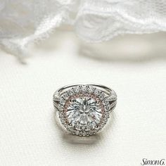 The inner halo on this diamond engagement ring from Simon G. is made with pink diamonds! Pink Diamond Jewelry, True Beauty, Luxury Jewelry, Precious Metals, Diamond Engagement Rings, Class Ring, Halo, Wedding Rings, Fancy