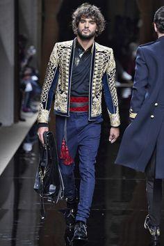 Balmain Fall Winter 2016 Fashion Show in Paris. Balmain Paris, Balmain Men, Live Fashion, Fashion Show, Mens Fashion, Paris Fashion, Christophe Decarnin, Blazers, Vogue