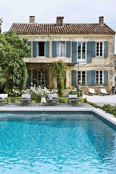 French Country Bedrooms, French Country Style, French Country Decorating, Beautiful Interiors, Beautiful Homes, Victoria Magazine, Provence Style, Dream House Exterior, French Cottage