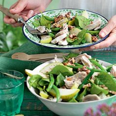 Poached chicken, pear and walnut salad Top 10 Healthy Foods, Healthy Salad Recipes, Healthy Chicken Recipes, Lunch Recipes, Pear Walnut Salad, Cooking Green Beans, Poached Chicken, Main Meals, Main Dishes