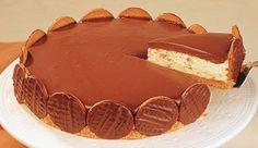 Creme: 250 g de margarina180 g de açúcar refinada600 ml de creme de leite sem soro80 ml de leite condensado Base: 200g de biscoito maizena Cobertura: 200 g de chocolate meio amargo1 lata de creme d...