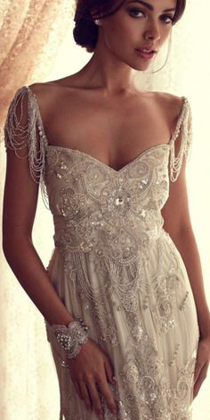 Anna Campbell Gossamer Collection! So beautiful and glamour #Wedding #dress with Jewelry