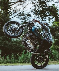 Grip it 👊 rip it ✊ for more daily cafe racer pictures follow me • • • • •⠀⠀⠀⠀⠀⠀⠀⠀⠀⠀ • • #limitless #vero #travel #veropreset #art…