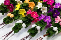 Folkstar - Palma wielkanocna z bibuły - fioletowe kaczeńce Easter Crafts, Paper Flowers, Origami, Floral Wreath, Wreaths, Halloween, Diy, Crafting, Decor