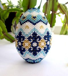 Ideas for Easter Egg Designs -Easter Egg Decorating Ideas - My Daily Time - Beauty, health, fashion, Egg Crafts, Easter Crafts, Beaded Ornaments, Holiday Ornaments, Beaded Jewelry Patterns, Beading Patterns, Seed Bead Crafts, Easter Egg Designs, Native Beadwork