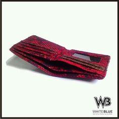 Men wallet of phyton skin leather.  Www.jualtaskulit.com +6285642717764  #wallet #leatherctaft #leatherwallet #menwallet #snakewallet #snakeskin #leatherctaft #whiteblue #dompetpria #dompetkulit #dompetular #kulitular