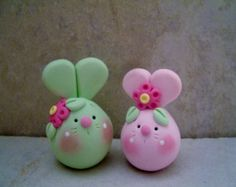 Bunny Pair Easter Figurines by countrycupboardclay on Etsy Polymer Clay Ornaments, Polymer Clay Miniatures, Polymer Clay Projects, Play Clay, Polymer Clay Animals, Clay Figurine, Cute Clay, Clay Creations, Clay Art