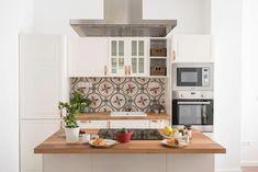 Tiszta szagelszívó könnyedén: ezek a legjobb trükkök - Lakáskultúra magazin Kitchen Island, Kitchen Cabinets, Home Decor, Island Kitchen, Decoration Home, Room Decor, Cabinets, Home Interior Design, Dressers