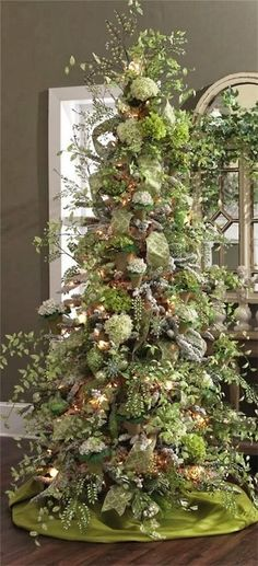 Decorating Home Interiors Inc Christmas Tree Decor 2015 Decorating A White Christmas Tree Living Rooms Ideas For Small Space Traditional Christmas Tree Decor Beautiful Christmas Trees, Christmas Tree Themes, Magical Christmas, Christmas Store, Noel Christmas, Green Christmas, Winter Christmas, Christmas Tree Decorations, Holiday Decor