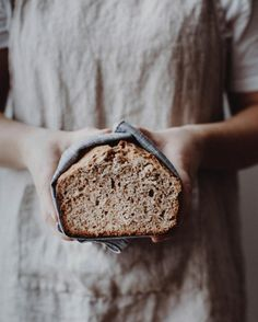 Nothing better than a homemade walnut bread for a high-energy and nutrient-dense breakfast or snack! Food Photography Styling, Food Styling, Eat This, Gula, Slow Food, Daily Bread, Food Art, Food Inspiration, Food Blogs