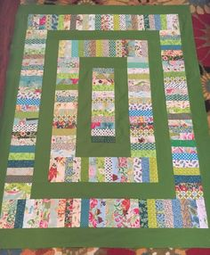 Choose a Beautiful Accent Color for This Scrappy Quilt - Patchwork und Quilten - Scrappy Quilt Patterns, Jelly Roll Quilt Patterns, Jellyroll Quilts, Scrappy Quilts, Easy Quilts, Patchwork Quilting, Easy Baby Quilt Patterns, Star Quilts, Easy Quilt Patterns Free