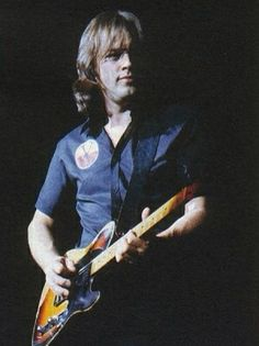 who plays a telecaster | And here's the classic pic of David holding his tele after it shorted ...