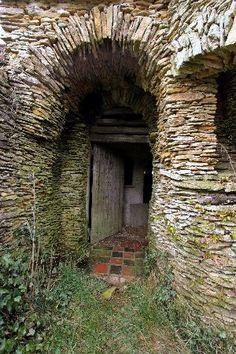 Colin Stokes stone construction in Chedglow, Wiltshire, England started out as a barn and owing to coding bylaws had to be abandoned.
